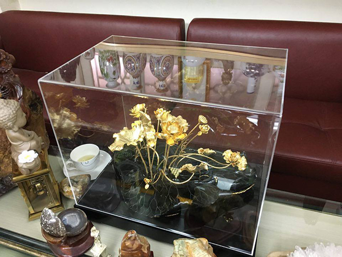 Đầm sen vàng đế gỗ mun quà tặng độc đáo cao cấp nhất hà nội