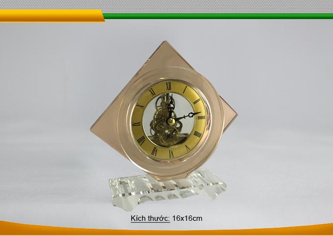 Đồng hồ pha lê món quà ý nghĩa sang trọng